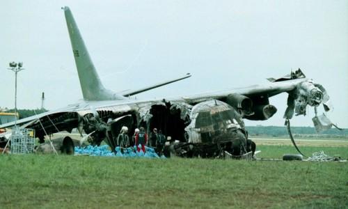 Xác máy bay C-130 sau vụ tai nạn tại Eindhoven. Ảnh: ASN.