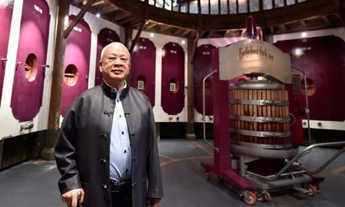 Ông Peter Kwok tại Bellefont-Belcier, nhà máy sản xuất rượu mới nhất của ông. Ảnh: AFP.