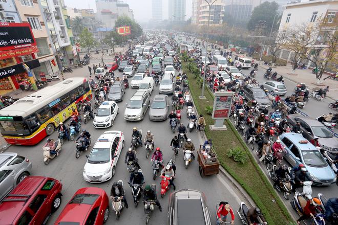 Giá xăng Việt Nam đắt hay rẻ so với thế giới