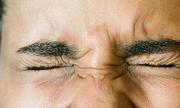 Nháy mắt phải dự báo điềm gì?