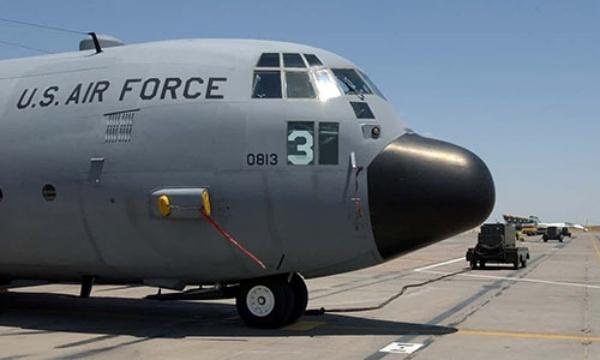 Máy bay chở hàng của không quân Mỹ tại căn cứ quân sự ở Cộng hòa Djibouti. Ảnh: AP.