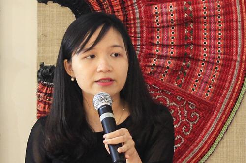 Chị Trần Anh Phương chia sẻ về cách viết hồ sơ. Ảnh: D.T