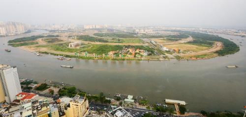 Bán đảo Thủ Thiêm nhìn từ hướng quận 1. Ảnh: Quỳnh Trần