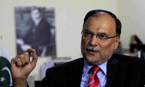 Bộ trưởng Nội vụ Pakistan Ahsan Iqbal. Ảnh: Reuters.