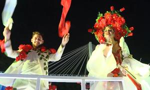 Vũ công quốc tế biểu diễn Carnaval đường phố ở Đà Nẵng