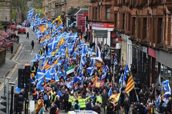 Người biểu tình trên đường phố Glasgow. Ảnh: AFP.