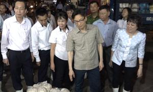 Phó thủ tướng thị sát chợ đầu mối ở Sài Gòn lúc rạng sáng