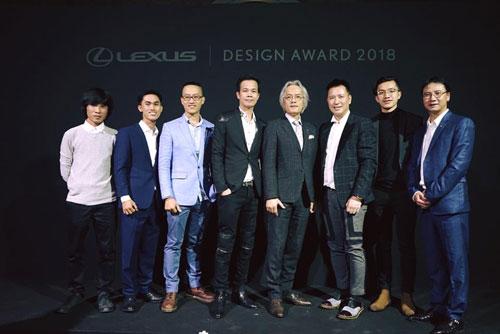 Nhóm tác giả người Việt cùng nhà thiết kế Hoàng Hải, Chủ tịch Lexus toàn cầu và Lexus Việt Nam.