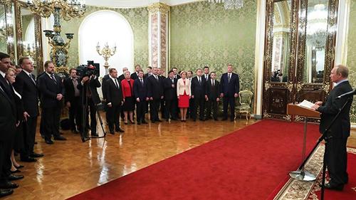 Tổng thống Putin gặp gỡ nội các trước lễ nhậm chức. Ảnh: Sputnik