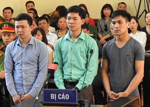 Ba bị cáo bị đưa ra xét xử. Ảnh: Phạm Dự.