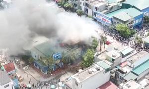 Cháy lớn cửa hàng xe máy ba tầng ở Quảng Ninh