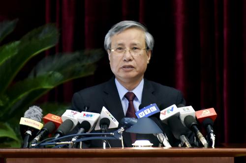 Thường trực Ban bí thư Trần Quốc Vượng trình bày dự kiến chương trình Hội nghị Trung ương 7. Ảnh: VGP/Nhật Bắc
