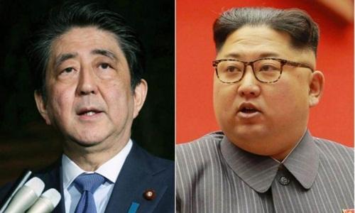 Thủ tướng Nhật Bản Shinzo Abe (trái) và lãnh đạo Triều Tiên Kim Jong-un. Ảnh: AFP.
