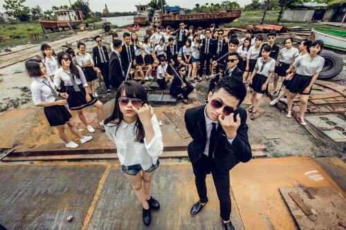 Học sinh tốt nghiệp năm 2017 ở Nam Định hóa thành các nhân vật phim hành động trong bộ ảnh kỷ yếu chia tay thời áo trắng. Ảnh: NVCC