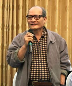 Phó giáo sư Mai Quỳnh Nam phát biểu tại phiên họp xét duyệt đề tài của Hội đồng Khoa học Xã hội và Nhân văn. Ảnh:Bích Ngọc