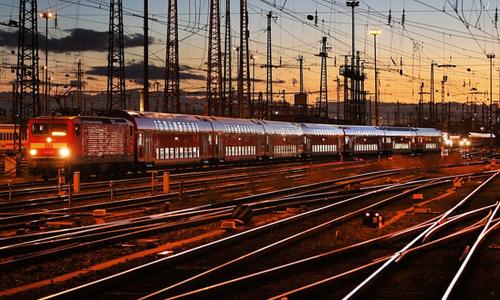 Các chuyến tàu của ngành đường sắt Đức bị hoãn hoạt động 1.280 phút, 37 chuyến bị hủy. Ảnh: Guardian.
