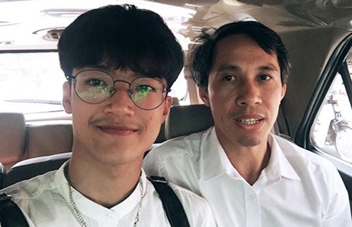 Mai Nhật Anh và thầy giáo Mai Văn Quyền đến Hà Nội dự phỏng vấn lần ba xin visa.