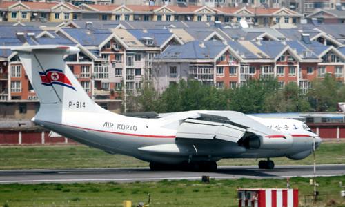 Máy bay của hãng hàng không Triều TiênAir Koryo tại sân bay Đại Liên ngày 8/5. Ảnh: Yonhap.