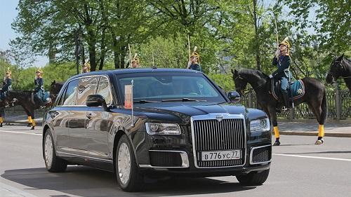 Xe chống đạn mới được dùng trong lễ nhậm chức của ông Putin. Ảnh: Sputnik.