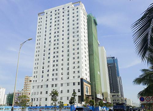 Khách sạn Eden trên đường Võ Nguyên Giáp đã hoàn thiện phần mặt ngoài. Ảnh: Nguyễn Đông.