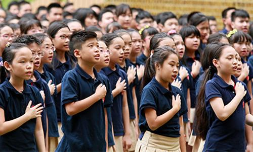 Nhiều học sinh tiểu học và THCS trường Marie Curie (Hà Nội) bị dị ứng thuốc phun muỗi tại trường. Ảnh: Marie Curie.
