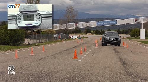 X-Class đáp ứng bài slalom ở vận tốc 69 km/h. Ảnh: Autoevolution.