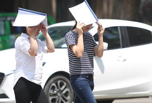 Ngày 7/5, nhiệt độ cao nhất tại Hà Nội là trên 38,5 độ C. Ảnh: Ngọc Thành