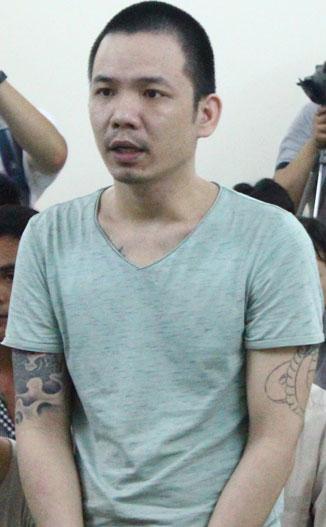 Tử tù Nguyễn Văn Tình trong phiên tòa hôm nay.