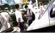 Tài xế taxi cầm dao ép khách hàng chấm điểm cao