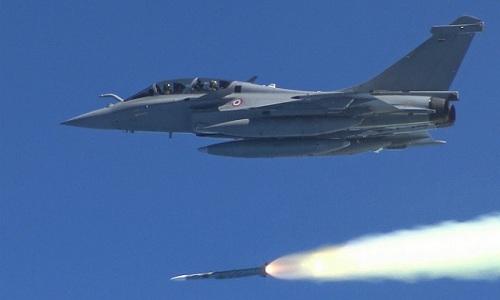 Tiêm kích Rafale của Pháp phóng tên lửa trong một cuộc thử nghiệm. Ảnh: Aviationist.