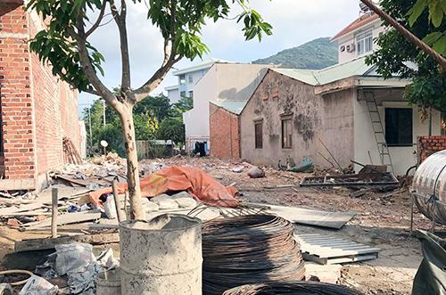 [Caption] Một mảnh đất trên đường Phạm Văn Đồng được rao bán 70 triệu đồng/m2.Ảnh: Phương Nguyễn.