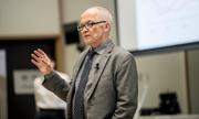 Nhà kinh tế giành Nobel 2004: 'Cha mẹ ngạc nhiên khi tôi trở thành giáo sư'