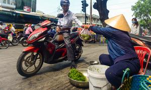'Tiền lương của đa số người Việt hụt hơi so với giá cả'