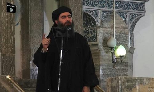 Thủ lĩnh tối cao IS Abu Bakr al-Baghdadi xuất hiện trong video tuyên truyền của IS hồi tháng 7/2014. Ảnh: AFP.