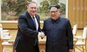 Kim Jong-un tươi cười với Ngoại trưởng Mỹ trước khi thả người