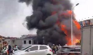 Cháy lớn kèm tiếng nổ ở cửa hàng gas, một người chết