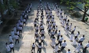 Gần 800 học sinh Sài Gòn nhảy cha cha cha trong giờ thể dục