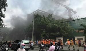 Cháy công trường bệnh viện Việt Pháp, hàng trăm người tháo chạy