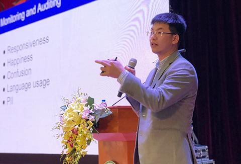 Tiến sĩ Hùng Trần đưa ra lời khuyên để ứng dụng AI hiệu quả. Ảnh: Bích Ngọc.