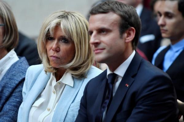 Bà Brigitte Macron và chồng. Ảnh: Newsweek.