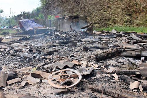 Sau khi điên cuồng chém chết 4 người, Khánh đã đốt nhà nạn nhân. Ảnh: Báo Cao Bằng
