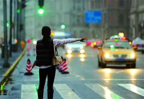 Chém khách đi đường dài, tài xế taxi bị kiện đòi tiền