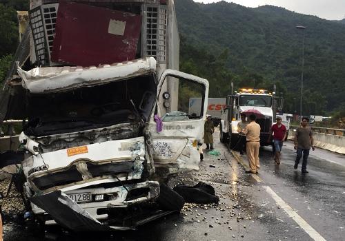 Xe biển Tiền Giang được xác định bị mất thắng và gây tai nạn liên hoàn gần hầm Hải Vân. Ảnh: Ngọc Rạng.