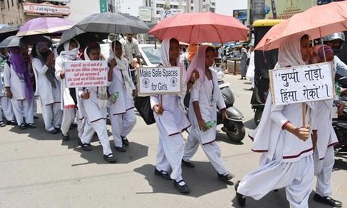 Nữ sinh Ấn Độ biểu tình sau vụ hai thiếu nữ bị cưỡng hiếp và thiêu sống ở bang Jharkhand. Ảnh: AFP.