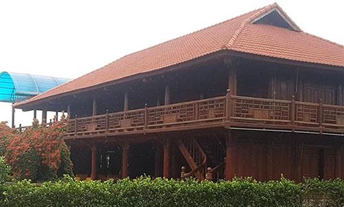 Căn nhà sàn lớn trong Làng ẩm thực Xứ Thanh. Ảnh: Lam Sơn.