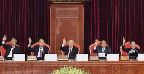 Trung ương nhất trí thông qua ba Nghị quyết trong phiên làm việc cuối cùng của Hội nghị Trung ương 7. Ảnh: TTX
