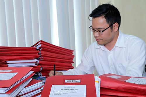 Cán bộ Cục SHTT tiếp nhận và xử lý đơn. Ảnh: Loan Lê.