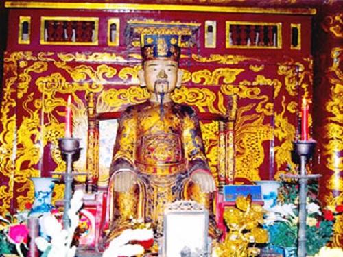Một tượng thờ vua Đinh Tiên Hoàng. Ảnh: Báo Ninh Thuận