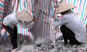 Mót phế liệu trong những căn nhà bỏ hoang ở đường vành đai 2 Hà Nội