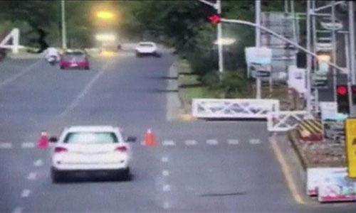 Camera giám sát cho thấy xe của nhà ngoại giao Mỹ vượt đèn đỏ. Ảnh: BBC.